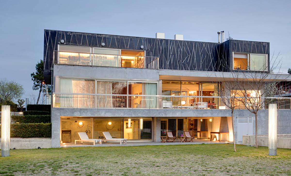 Celia de Coca fotografía una vivienda diseñada por el arquitecto González Cordón