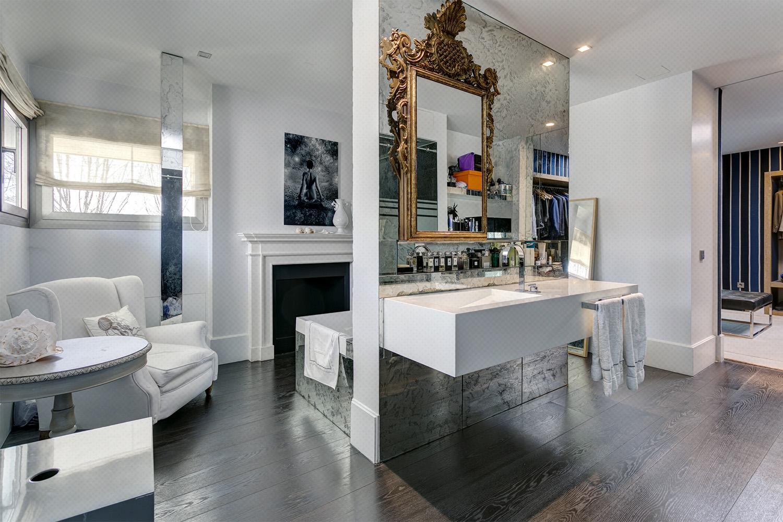baño parisién - chimenea - fotografía interiores - fotografía decoración - celia de coca