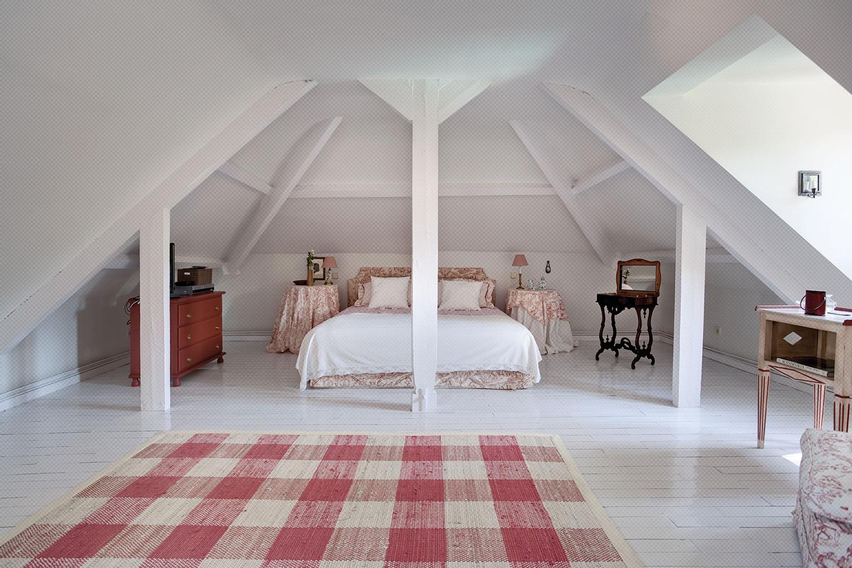 dormitorio buhardilla blanco rústico vintage - fotografia interiorismo - fotografia decoracion - celia de coca