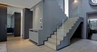 recibidor hall escalera gris – fotografia interiorismo – fotografia decoracion – celia de coca