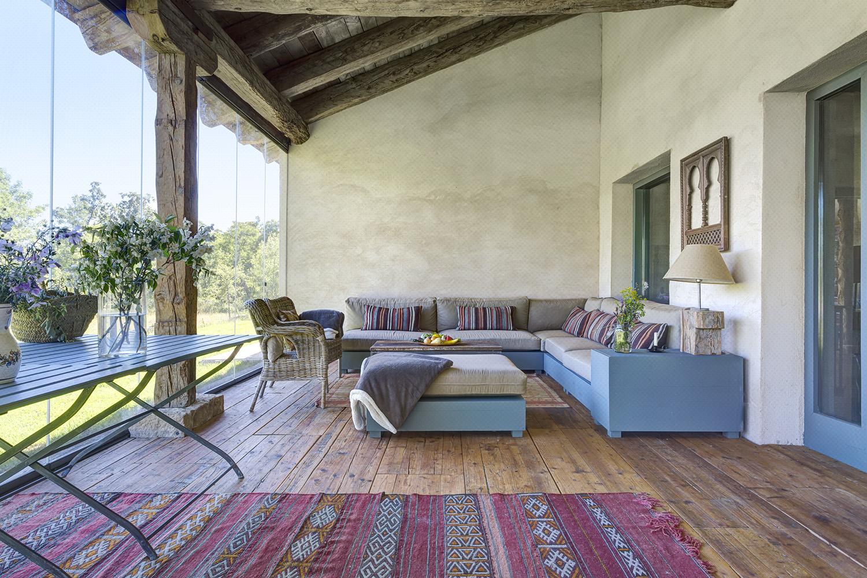 exterior jardín - porche acristalado - rústico chic - fotografia interiorismo - fotografia decoracion - celia de coca