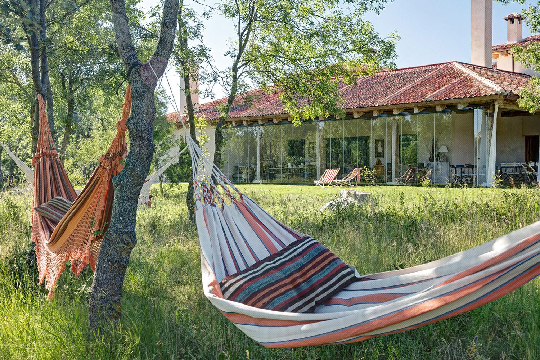 exterior jardín - hamacas - fotografia interiorismo - fotografia decoracion - celia de coca